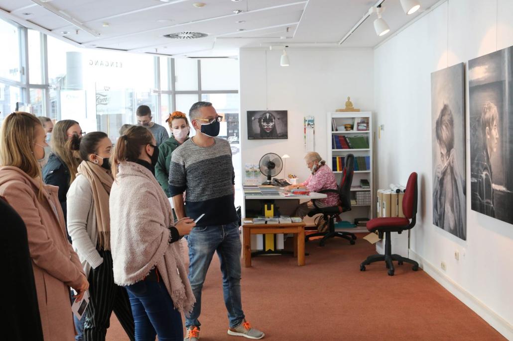 Ausstellungsführung mit Schülern der Fachschule Wirtschaft und Soziales Suhl – Mario Wolf Blickwinkel